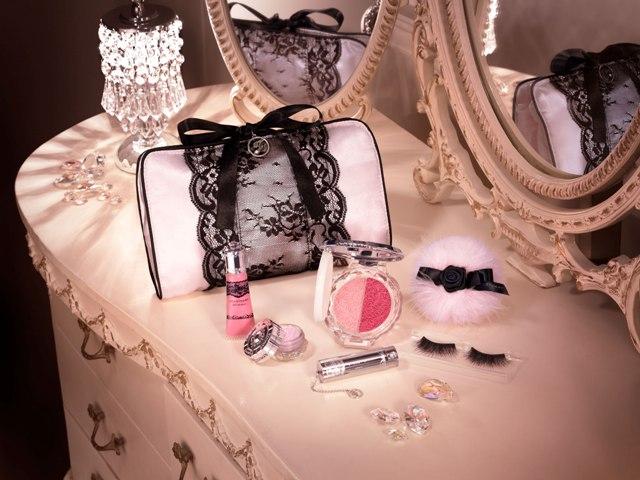Jill-Stuart-Winter-Holiday-2010-Makeup-2.jpg