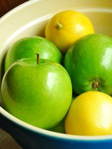 Apples_and_Lemons.jpg