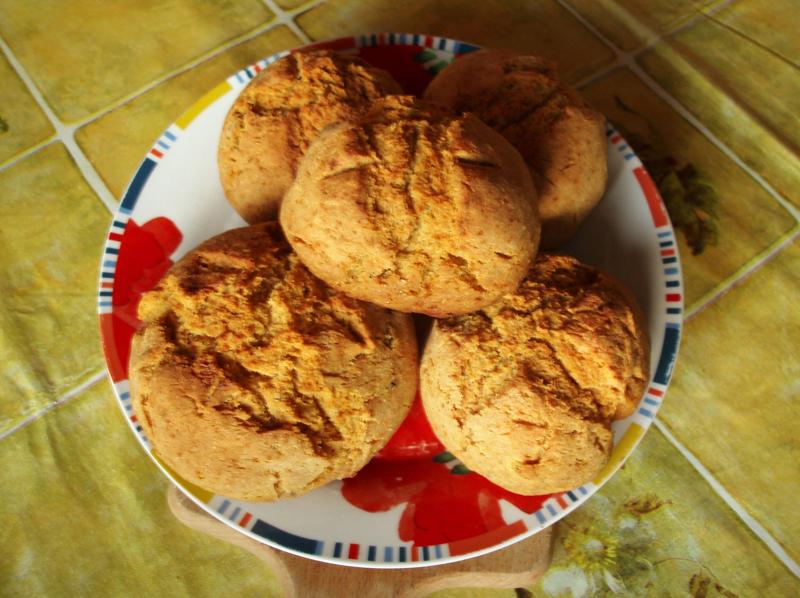 Царевични хлебчета с босилек.jpg