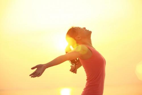 jena-slunce-slynce-svetlina-shtastie-184068-500x334.jpg